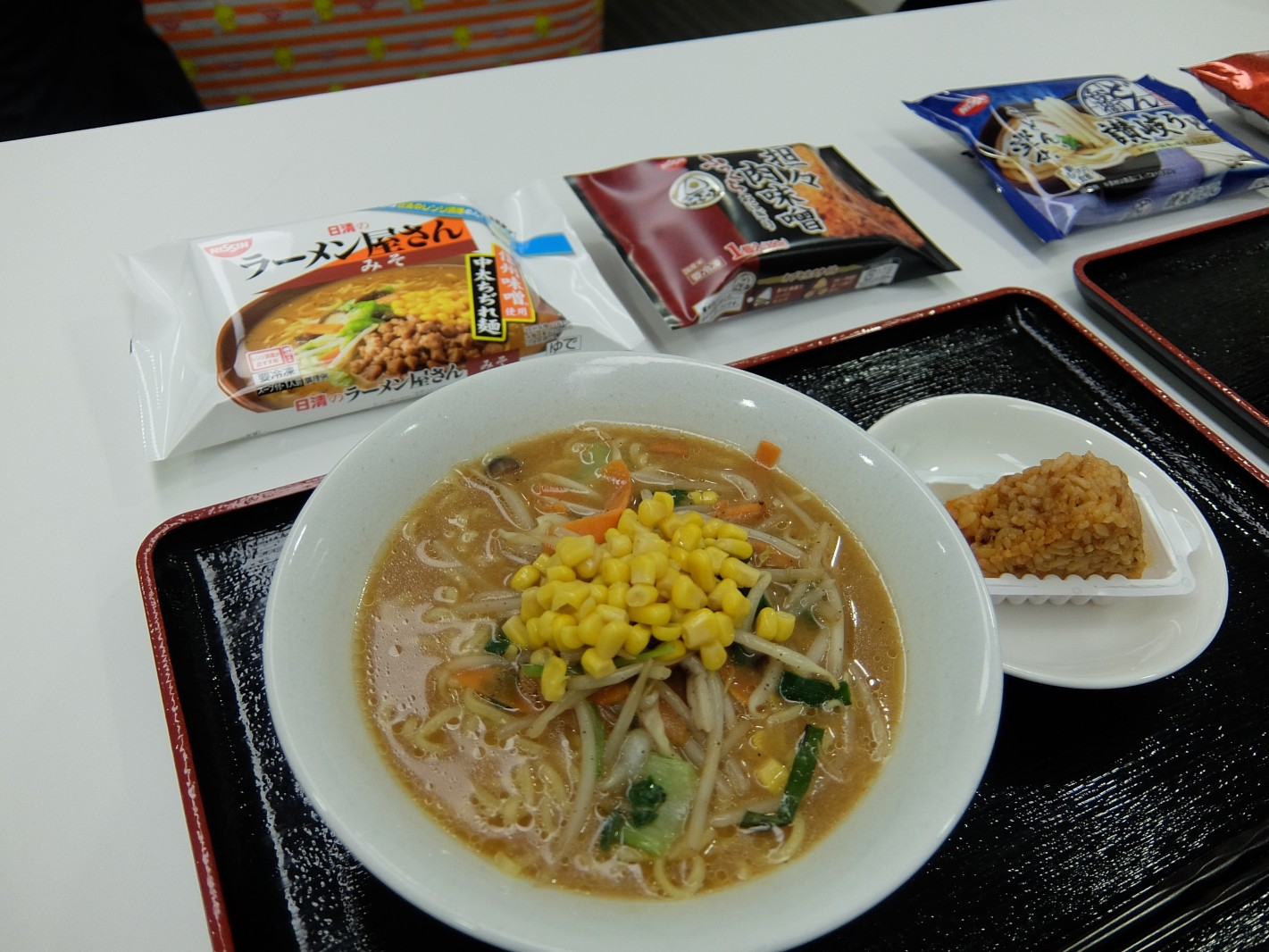 冷凍食品で216円定食!!麺×おにぎり(トッピングでバランスとろう!)