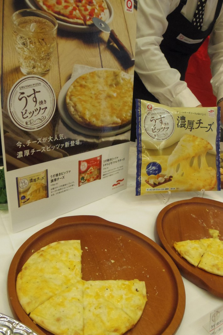 ついに、好みの「うす焼きピッツァ」登場。6種類で「濃厚チーズ」(マルハニチロ・アクリブランド)