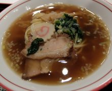 いたってシンプルな見た目ですが、スープを全て飲み干したくなる! そんな、特別な醤油ラーメンがキンレイの「中華そば金醤」
