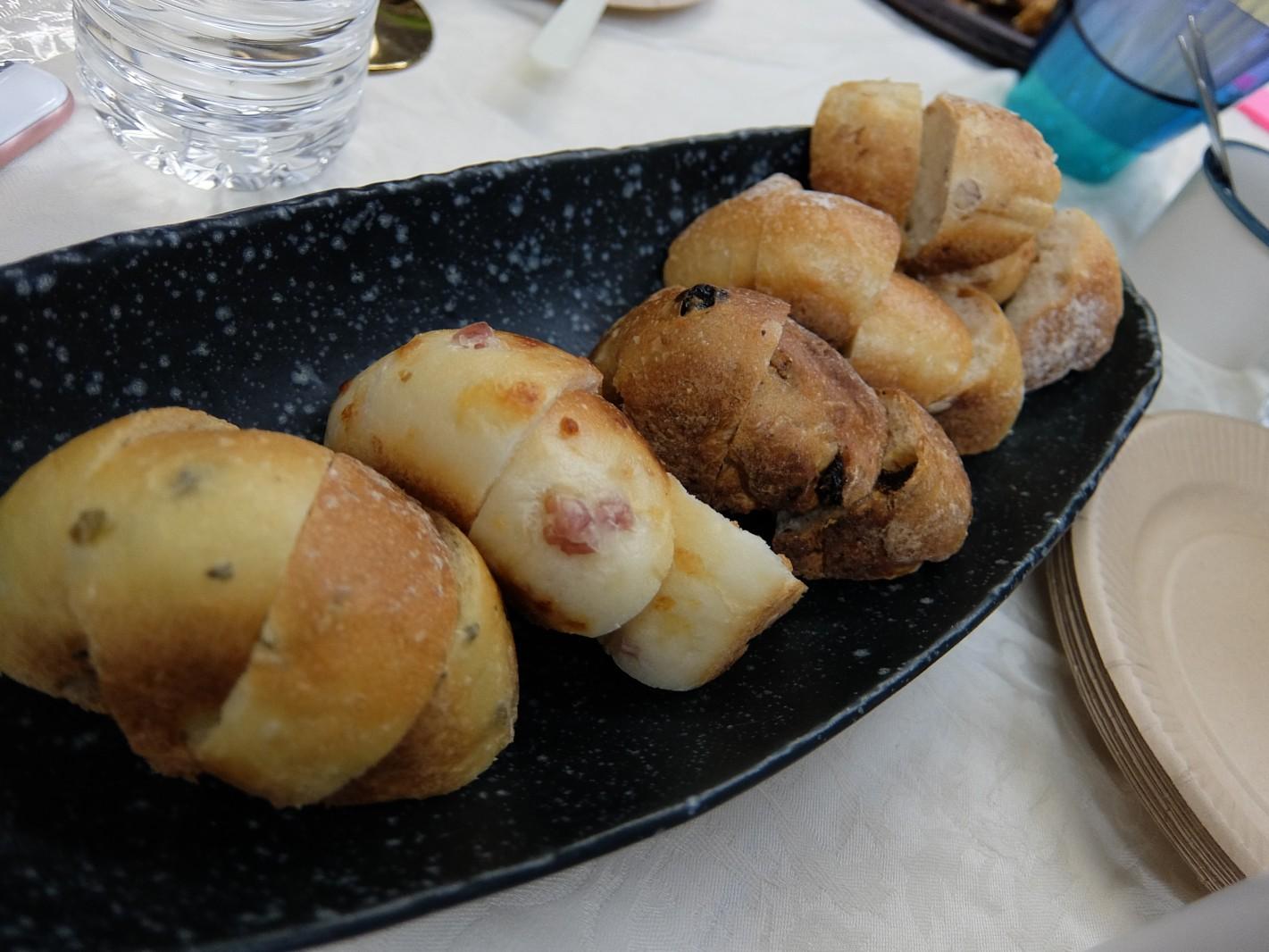 家庭用の「石窯冷凍」パン、冷凍パンのパイオニア、タカキベーカリーから