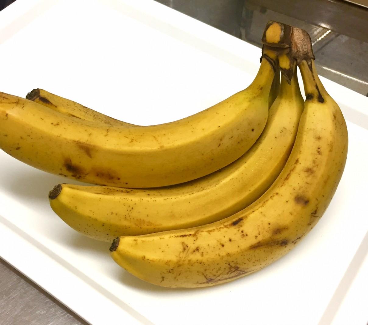 定番の「冷凍バナナ」も、ひと手間で使いやすく♪