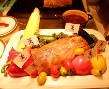 オランダ「風車豚」メニュー、ロースト、スペアリブ、カスレ風~若手シェフの料理コンテストは28日名古屋で開催