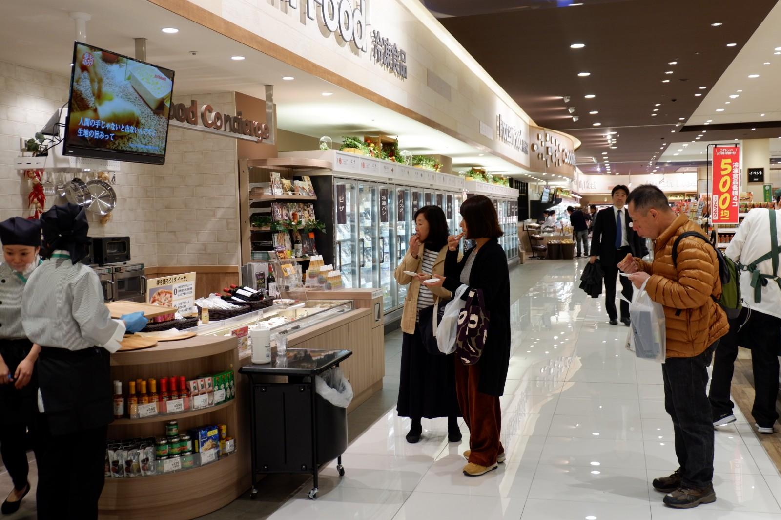 提案カウンターのある冷凍食品売場は店内の壁面に!! イトーヨーカドー赤池店