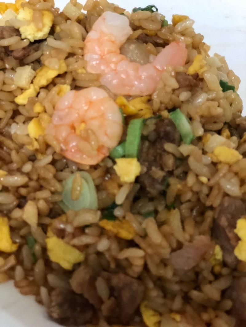 えびの大きい「香炒飯」~やはり飯店の味わい♪