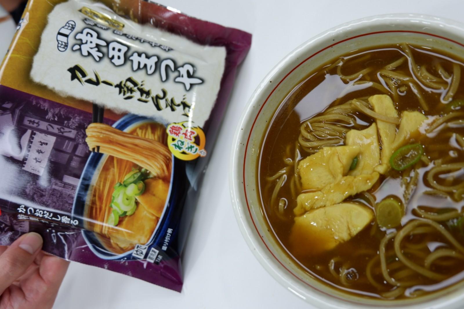 「神田まつや」の「カレー南ばんそば」、日清食品冷凍から