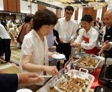 「美味しい」「考え方が変わりました」~300人規模で旭食品・新商品試食会(大阪)