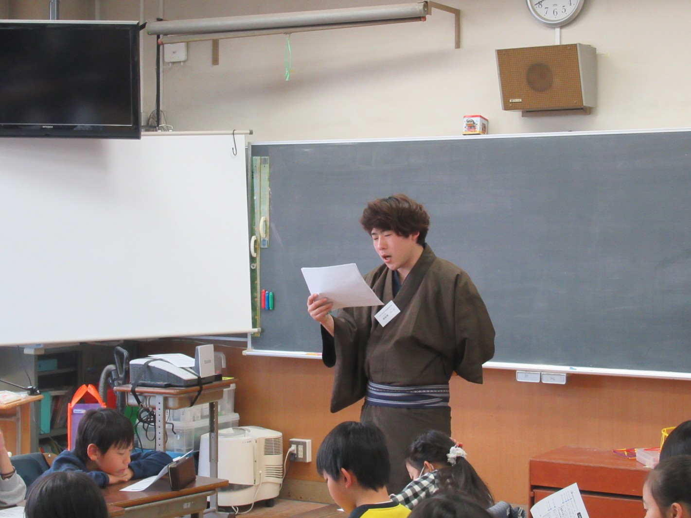 学生落語家が出前授業、「みそ豆」を見て聞いて、演じて、給食!:キンレイ心染プロジェクト
