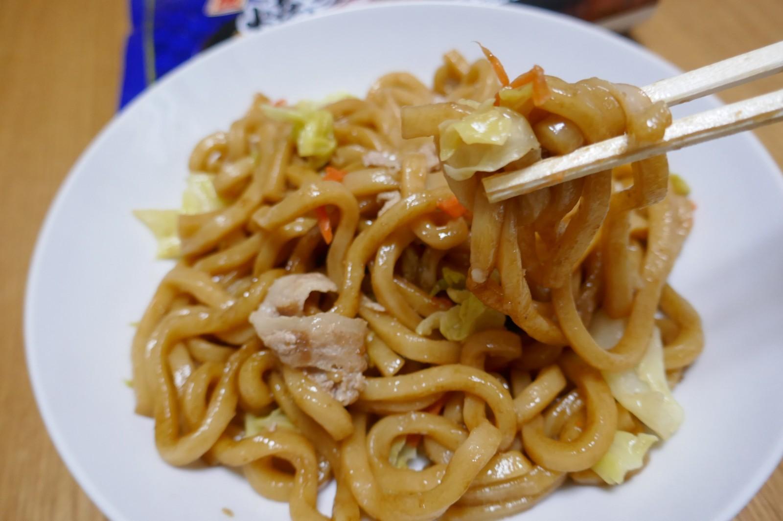 なんという幸せな食感♪「マルちゃん もっちりした太麺の焼うどん 醤油味」「おつまめ えだまめ」も好評~